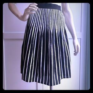 Women's A line skirt. Black & White size 6.